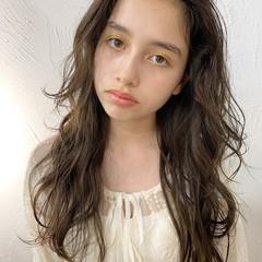 透明感カラー アンニュイほつれヘア ゆるウェーブ ナチュラル ヘアスタイルや髪型の写真・画像