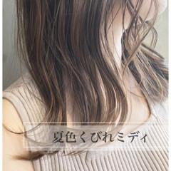 切りっぱなしボブ シルバーグレージュ シルバーアッシュ ミディアムレイヤー ヘアスタイルや髪型の写真・画像