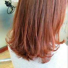 ミディアム 外ハネ レッド ショート ヘアスタイルや髪型の写真・画像