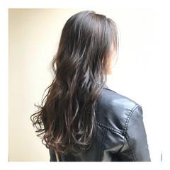 ブルーアッシュ ナチュラル アッシュベージュ セミロング ヘアスタイルや髪型の写真・画像