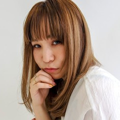 ハイトーンカラー シースルーバング ベージュカラー セミロング ヘアスタイルや髪型の写真・画像