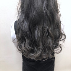 アッシュベージュ グレー ヘアアレンジ グラデーションカラー ヘアスタイルや髪型の写真・画像