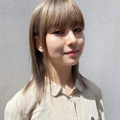 インナーカラー ミディアム ブリーチカラー ホワイトブリーチ ヘアスタイルや髪型の写真・画像