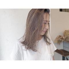ナチュラル 極細ハイライト ハイライト ミルクティーベージュ ヘアスタイルや髪型の写真・画像