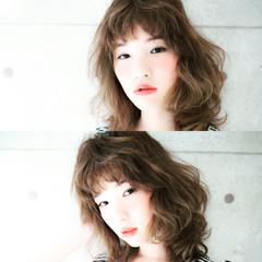 アッシュ ゆるふわ ミディアム ハイライト ヘアスタイルや髪型の写真・画像