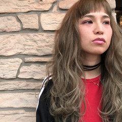 アッシュ ロング 愛され オン眉 ヘアスタイルや髪型の写真・画像