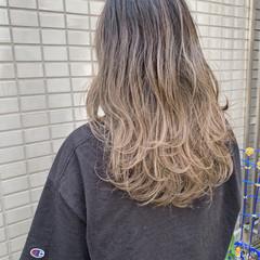 エレガント アッシュベージュ ブリーチ セミロング ヘアスタイルや髪型の写真・画像