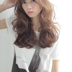 外国人風 ロング ストリート ゆるふわ ヘアスタイルや髪型の写真・画像