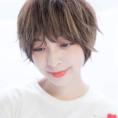 ショートヘア 大人カジュアル 小顔ヘア ナチュラル ヘアスタイルや髪型の写真・画像