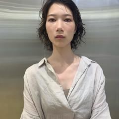 レイヤーボブ パーマ ミディアムレイヤー フェミニン ヘアスタイルや髪型の写真・画像