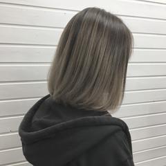 ミディアム グラデーションカラー ハイライト アッシュグレージュ ヘアスタイルや髪型の写真・画像