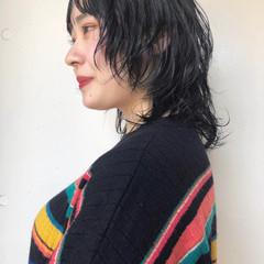 ミディアム モード ウルフカット ウルフパーマヘア ヘアスタイルや髪型の写真・画像