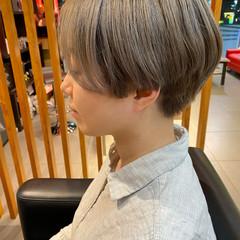 ショートヘア ミルクティーグレージュ ショート ハイトーンカラー ヘアスタイルや髪型の写真・画像