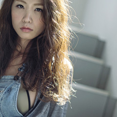 無造作 外国人風 大人女子 パーマ ヘアスタイルや髪型の写真・画像