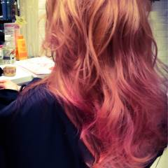 ピンク レッド ナチュラル 大人かわいい ヘアスタイルや髪型の写真・画像