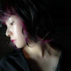 インナーカラー ピンク ボブ ダークアッシュ ヘアスタイルや髪型の写真・画像
