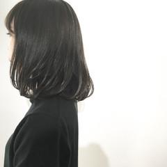 ウェットヘア ミディアム 大人かわいい 暗髪 ヘアスタイルや髪型の写真・画像