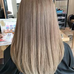 ハイトーン ミディアム アッシュ ガーリー ヘアスタイルや髪型の写真・画像