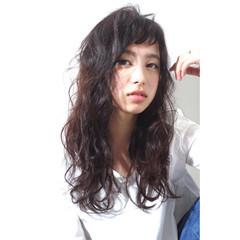 デート ロング 外国人風 パーマ ヘアスタイルや髪型の写真・画像