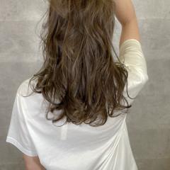 アンニュイほつれヘア ウルフカット ゆるふわ ナチュラル ヘアスタイルや髪型の写真・画像