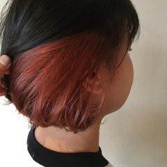 ベリーピンク ストリート チェリーレッド インナーカラー ヘアスタイルや髪型の写真・画像