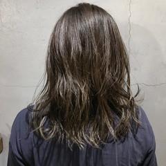 外国人風カラー ウェーブ デート ミディアム ヘアスタイルや髪型の写真・画像