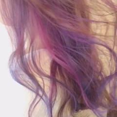 フェミニン ミディアム インナーカラー パステルカラー ヘアスタイルや髪型の写真・画像