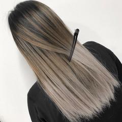 ストリート ホワイトベージュ バレイヤージュ グレージュ ヘアスタイルや髪型の写真・画像