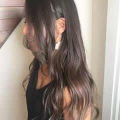 アッシュグレージュ ゆるふわ ロング ナチュラル ヘアスタイルや髪型の写真・画像
