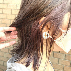 インナーカラー ナチュラル パープルカラー ミディアムレイヤー ヘアスタイルや髪型の写真・画像