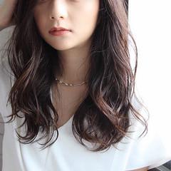 アウトドア コンサバ オフィス ロング ヘアスタイルや髪型の写真・画像