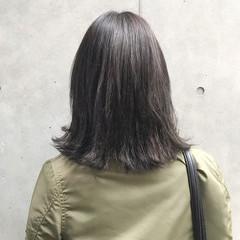 グレージュ ミディアム 暗髪 グレー ヘアスタイルや髪型の写真・画像