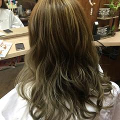ナチュラル 艶髪 ハイライト ストリート ヘアスタイルや髪型の写真・画像