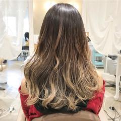 透明感カラー ロング ベージュゴールド グラデーションカラー ヘアスタイルや髪型の写真・画像