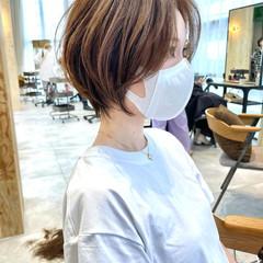 インナーカラー アンニュイほつれヘア 切りっぱなしボブ ショートヘア ヘアスタイルや髪型の写真・画像