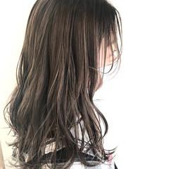 大人ハイライト ミルクティーグレージュ ナチュラル オリーブグレージュ ヘアスタイルや髪型の写真・画像