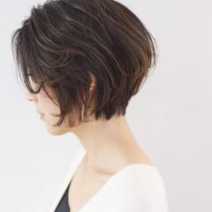 ゆるふわ くせ毛風 グラデーションカラー 大人女子 ヘアスタイルや髪型の写真・画像