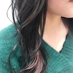 インナーカラー セミロング コーラルピンク ダブルカラー ヘアスタイルや髪型の写真・画像