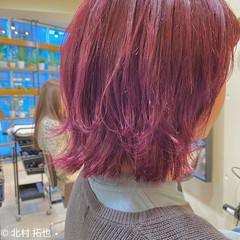ブリーチオンカラー レイヤーボブ ベリーピンク ボブ ヘアスタイルや髪型の写真・画像