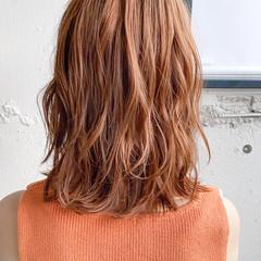 ミディアム レイヤーカット ゆるふわパーマ フェミニン ヘアスタイルや髪型の写真・画像