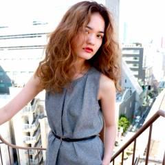 モード セミロング ウェーブ ストリート ヘアスタイルや髪型の写真・画像