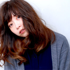 ストリート フェミニン セミロング 外国人風 ヘアスタイルや髪型の写真・画像