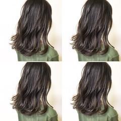 アッシュグレージュ セミロング 暗髪 ナチュラル ヘアスタイルや髪型の写真・画像