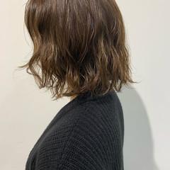 ボブ ベージュ 切りっぱなしボブ ナチュラル ヘアスタイルや髪型の写真・画像