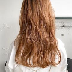 ミディアム ベージュカラー ナチュラル ゆるふわパーマ ヘアスタイルや髪型の写真・画像