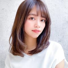 ミディアム コンサバ デジタルパーマ レイヤー ヘアスタイルや髪型の写真・画像