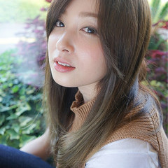 フェミニン レイヤーカット 外国人風 ロング ヘアスタイルや髪型の写真・画像