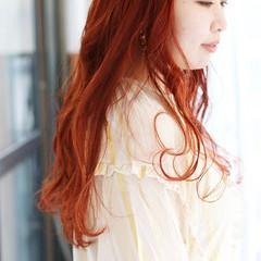 セミロング オレンジベージュ アプリコットオレンジ オレンジカラー ヘアスタイルや髪型の写真・画像