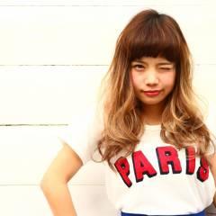 外国人風 セミロング グラデーションカラー ゆるふわ ヘアスタイルや髪型の写真・画像
