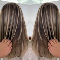 ミルクティーベージュ ホワイトグレージュ ロング ミルクグレージュ ヘアスタイルや髪型の写真・画像